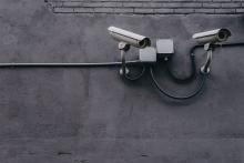 Überwachungsmaßnahmen als Angriff auf Grundrechte und Demokratie