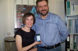 Elisa Bruno und Vassilis Perantzakis präsentieren die EBI App für Android